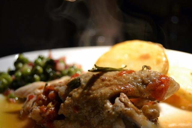 Kyckling med potatis och ärtor med fläsk