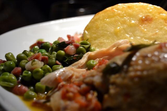 Ärtor och pancetta med potatis och kyckling