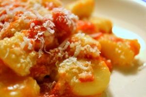 Gnocchi med krämig tomatsås
