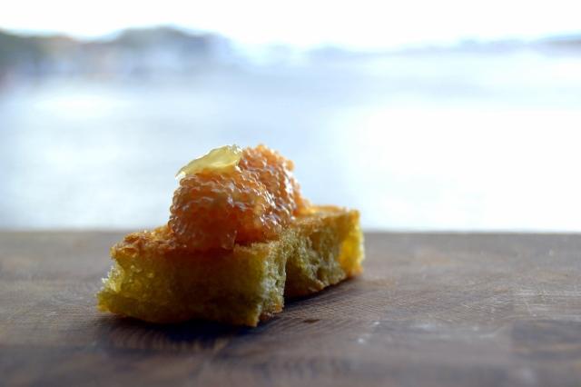 Crostini med kaviarröra på olivolja och citron