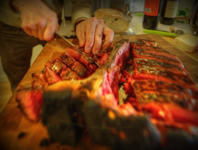 Bistecca alla fiorentina under uppskärning