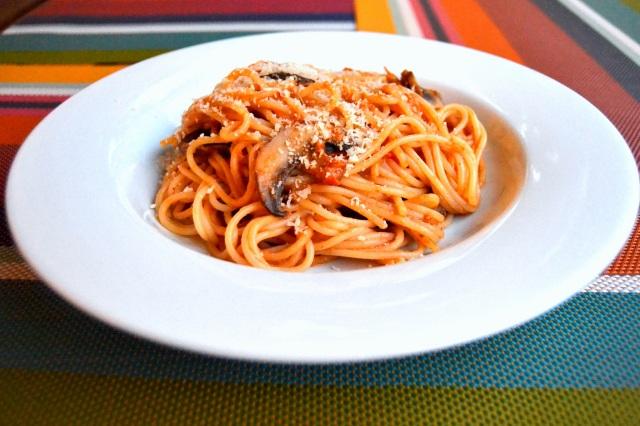 Spaghetti med pinje- och sardellsås