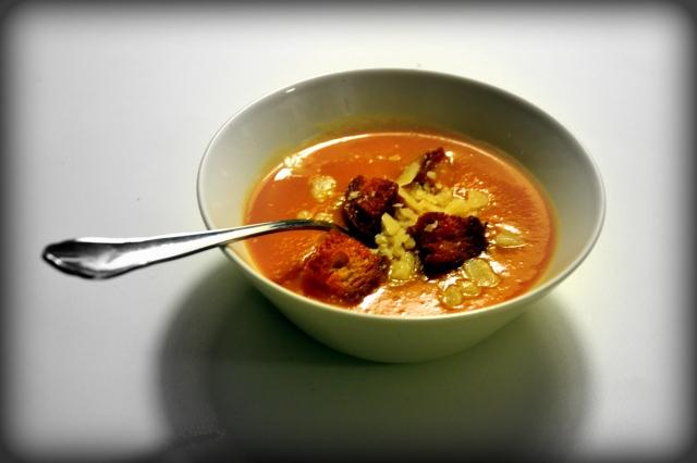 Pumpasoppa med krutonger och parmesanost
