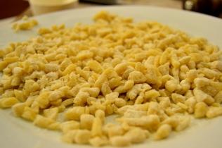 Pastagrynen innan de kokts