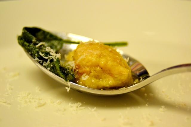 Kycklinggnocchi med smörfräst salvia
