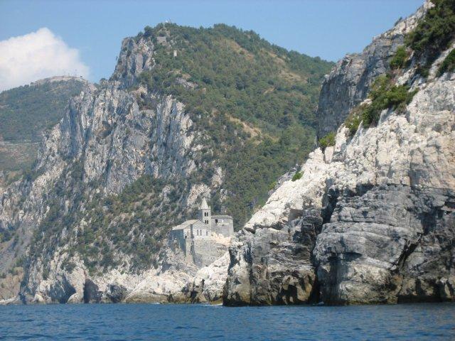 Muzzerone sett från havet.