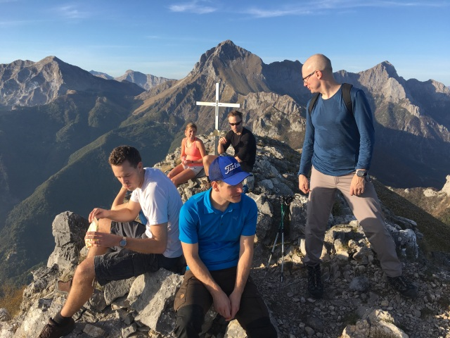 Toppen av Monte Nona i Apuanerna under konferensresa till Cinque terre