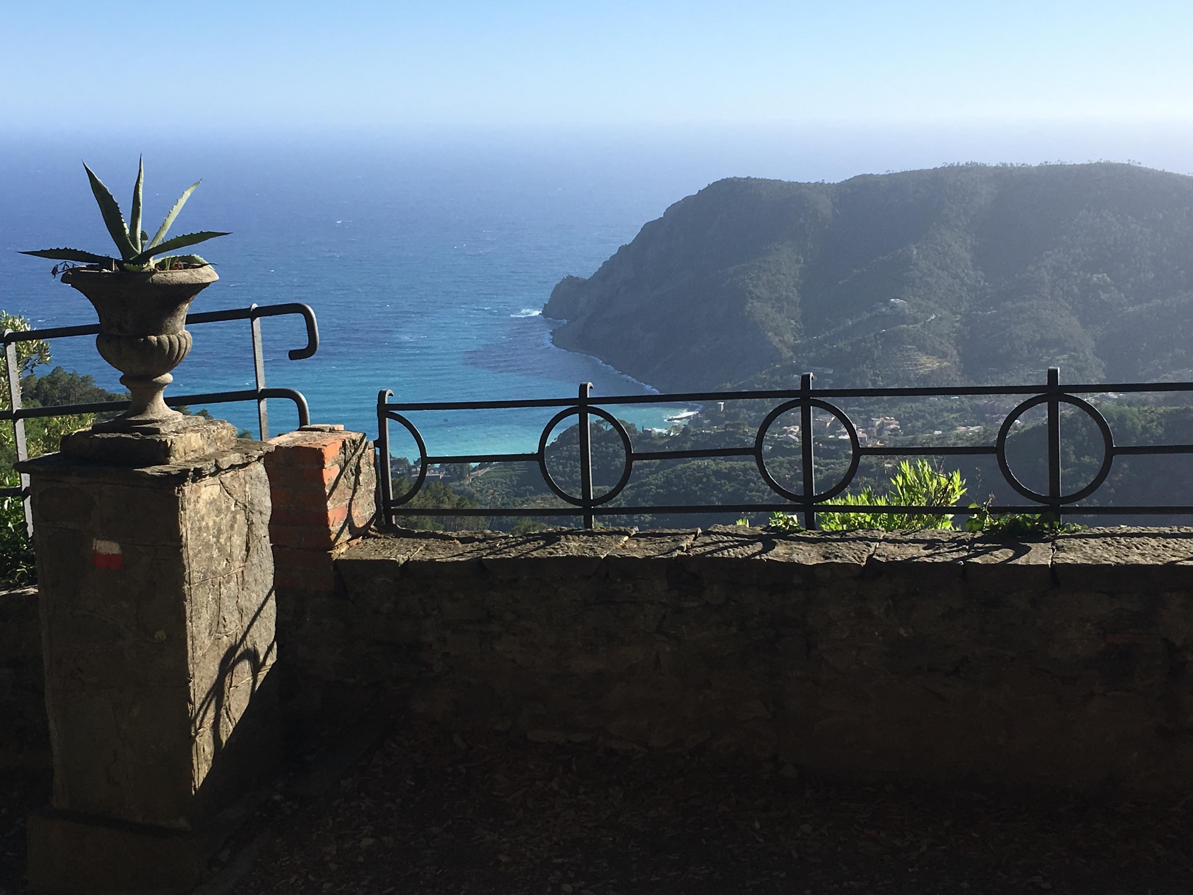 Monterosso sett från Santuario Soviore under konferensresa till Cinque terre