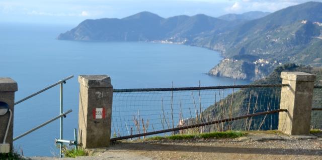 Storslagna vy över Cinque terre från utsiktsplatsen Madonna di Montenero
