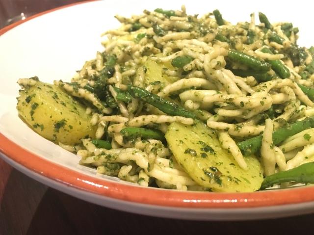 Pesto med potatis och gröna bönor på liguriskt vis